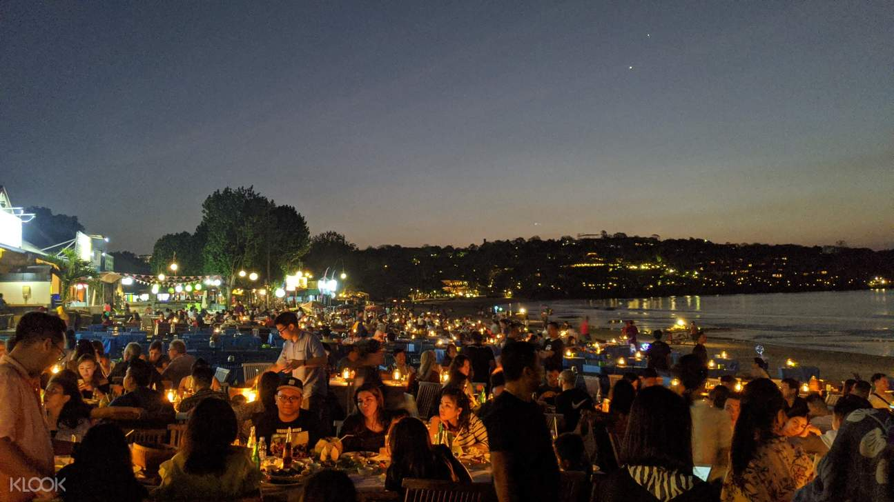Enjoy wonderful dinner by the beach to end your tiring day!