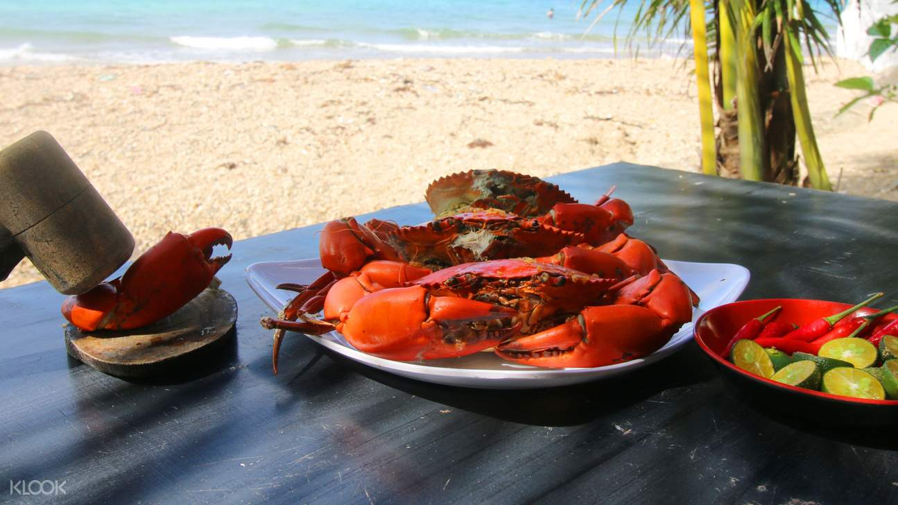 Enjoy a seafood and BBQ lunch with fresh fruits and drinks