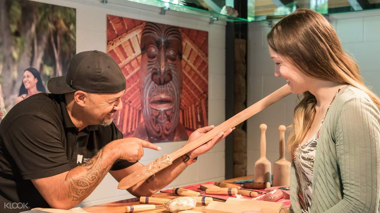 tour guide in Waitangi Treaty Grounds
