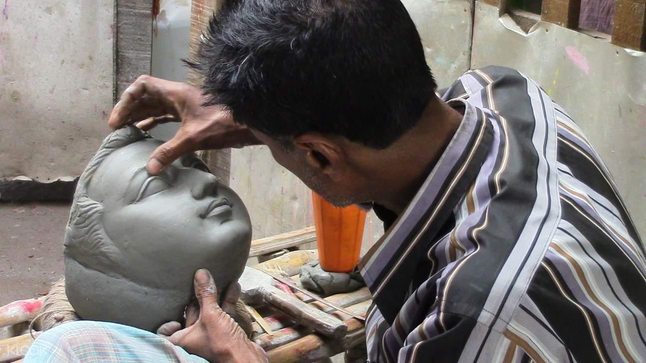 Local sculptor in Kumartuli