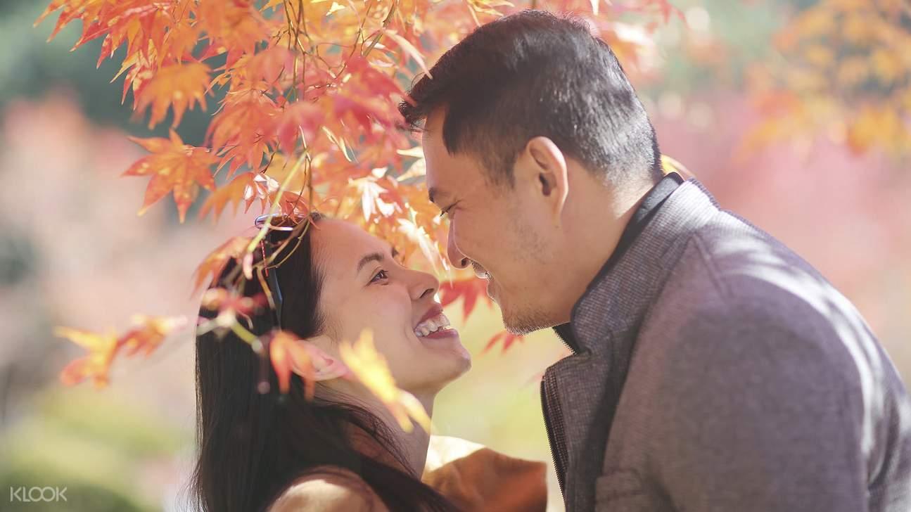 couple under tree at nami island