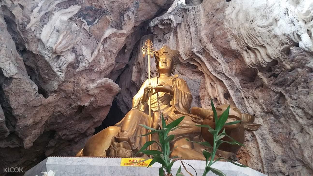 a statue at kek lok temple