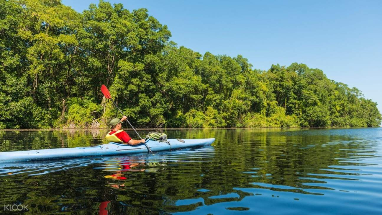 man kayaking in bentota