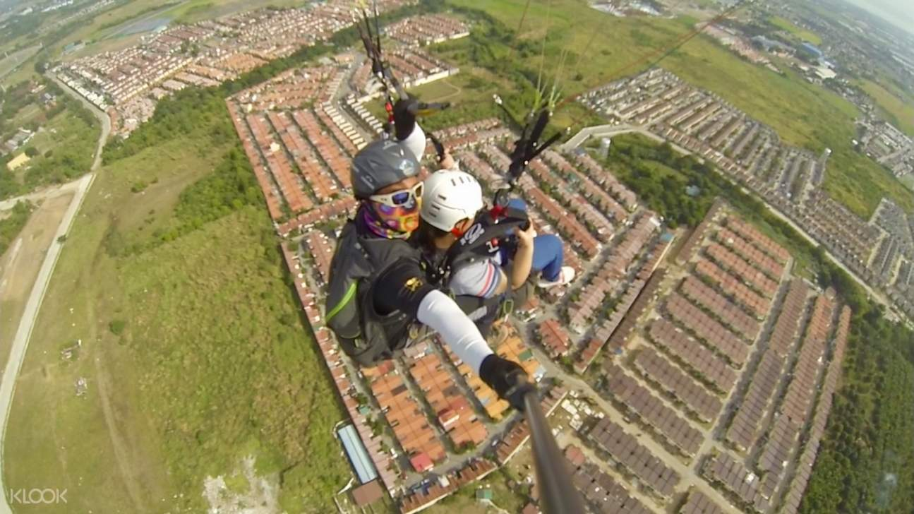 paragliding with instructor