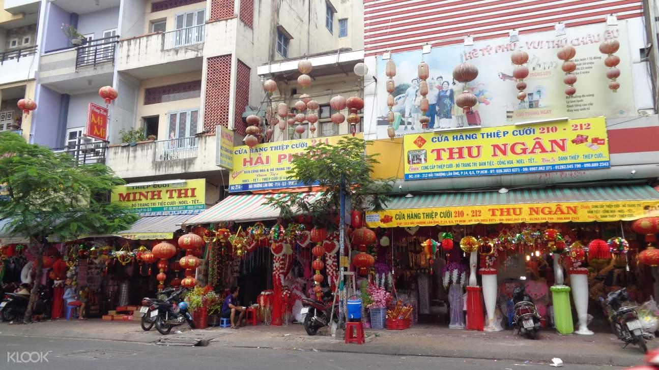 lantern market in saigon