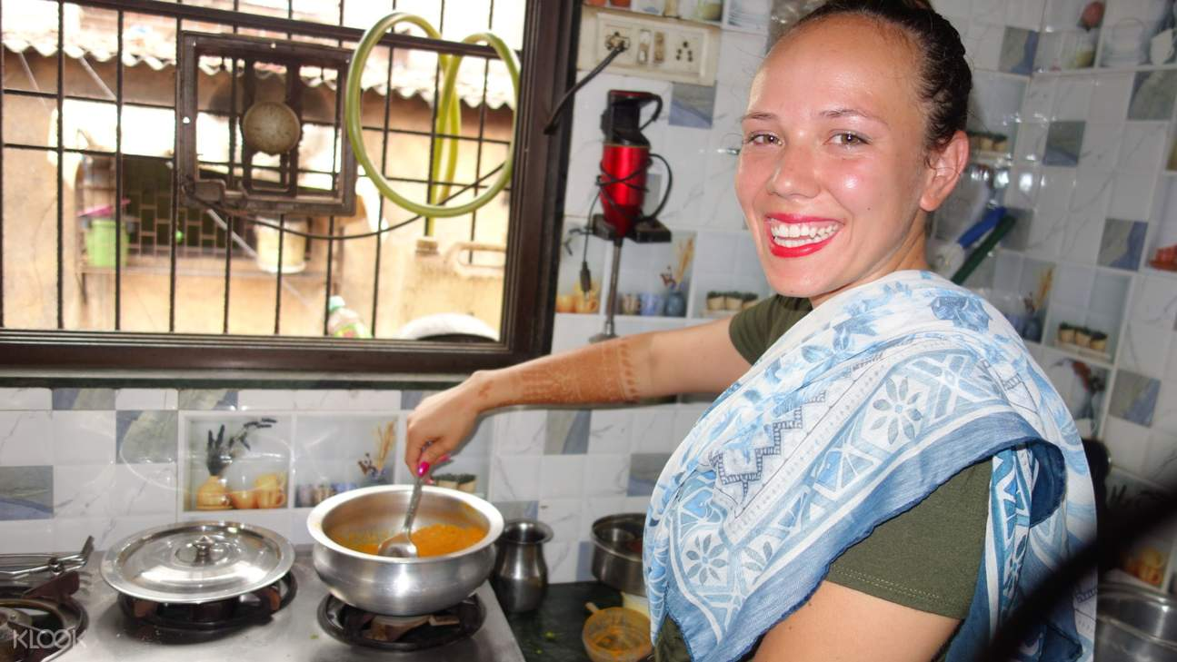tourist cooking in mumbai