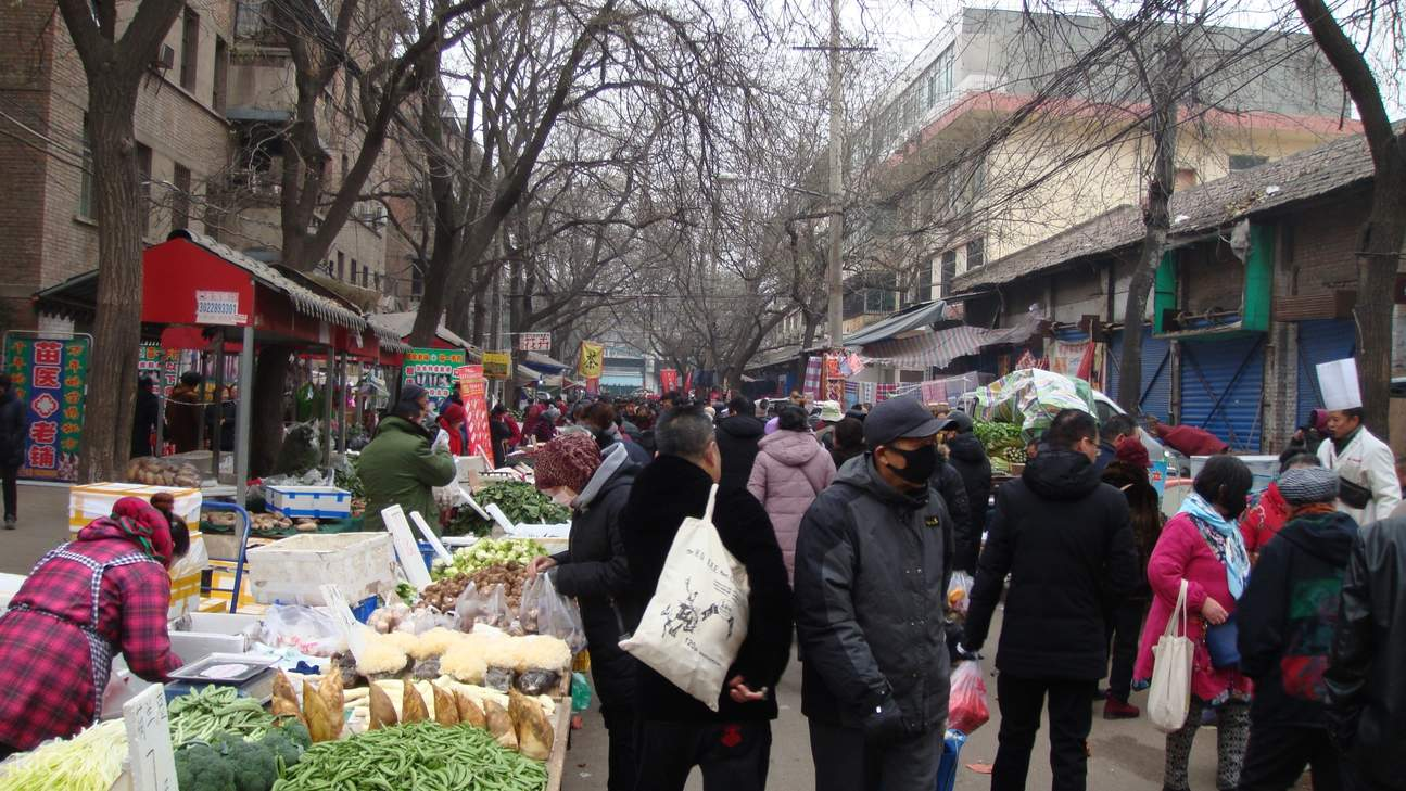 busy food market in Xi'an