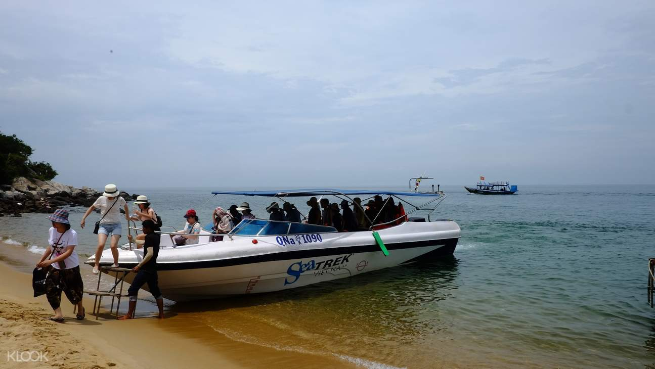people on speedboat to charm island
