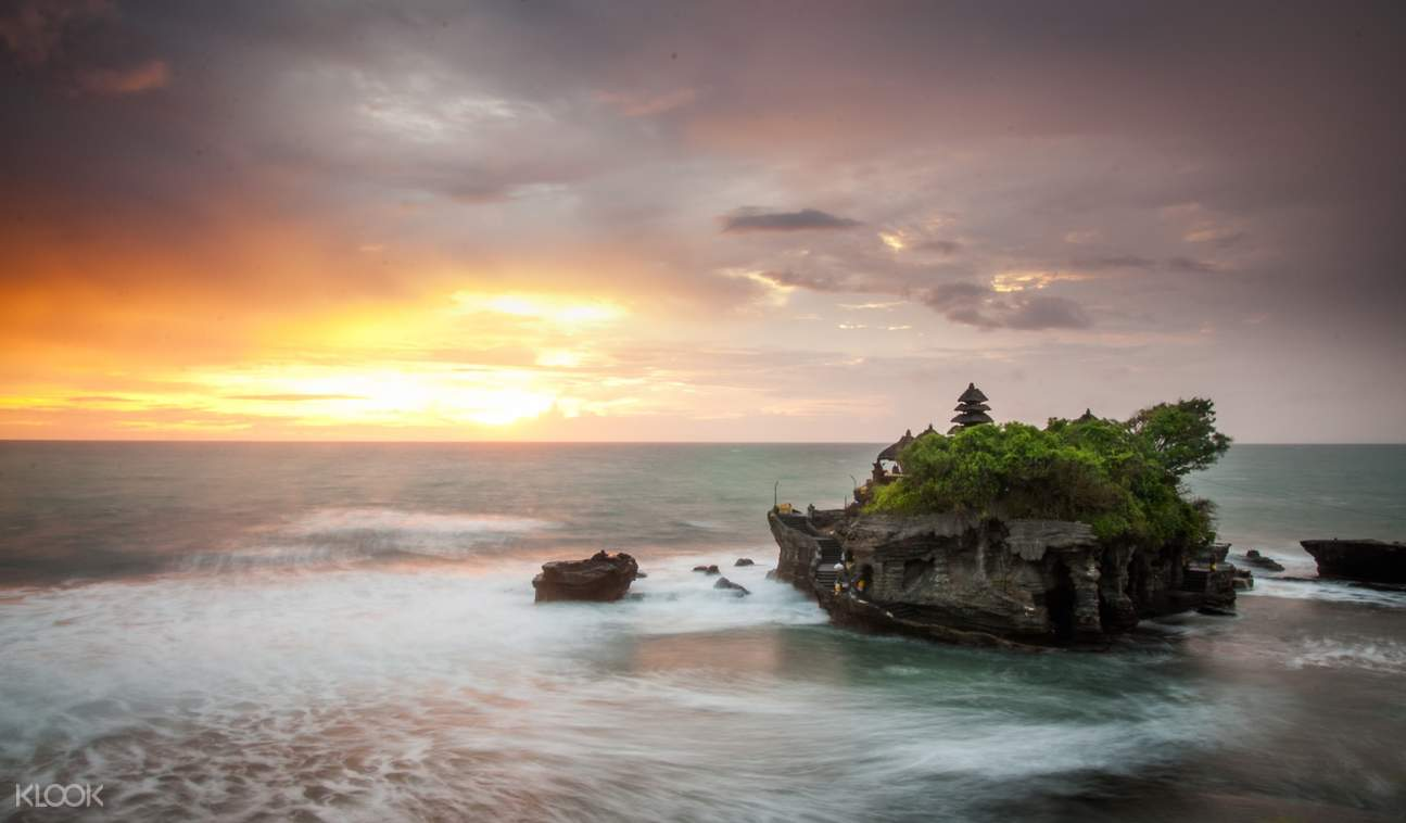 tanah lot temple sunset