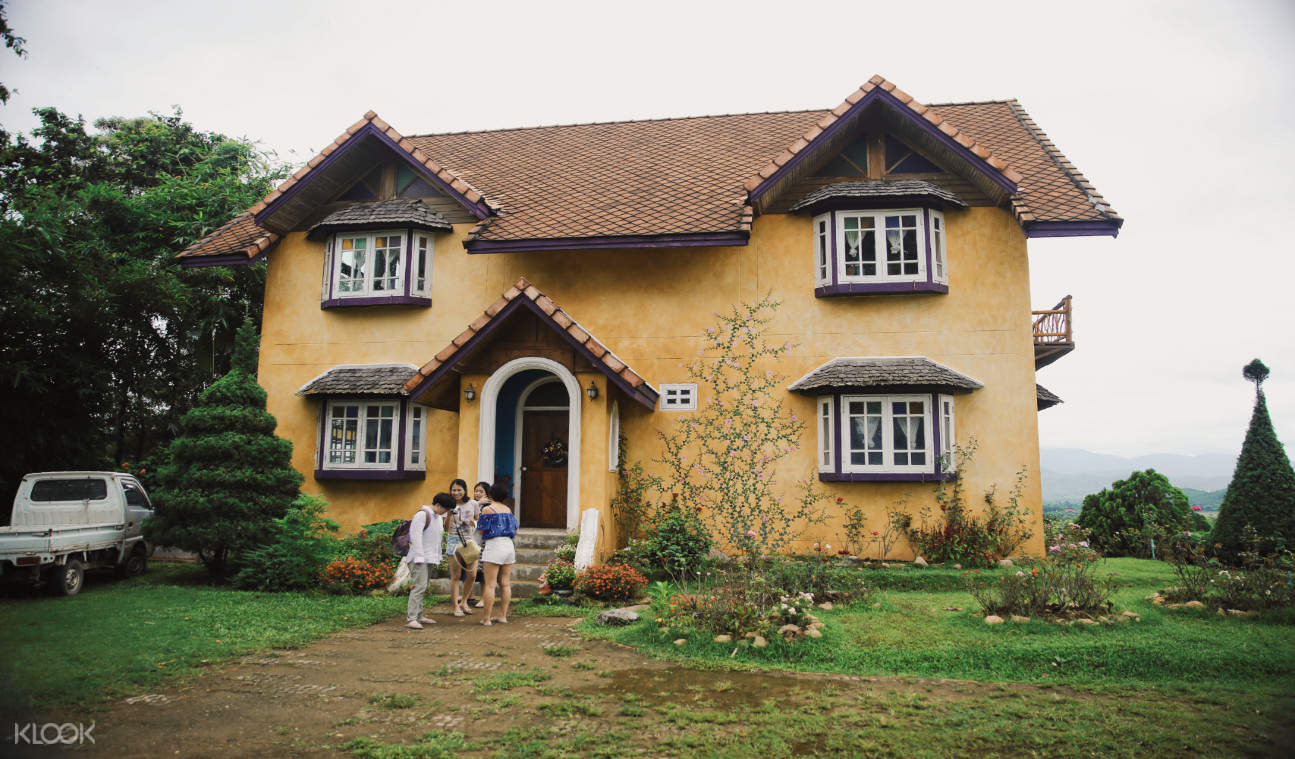 泰國清邁拜縣黃色小屋