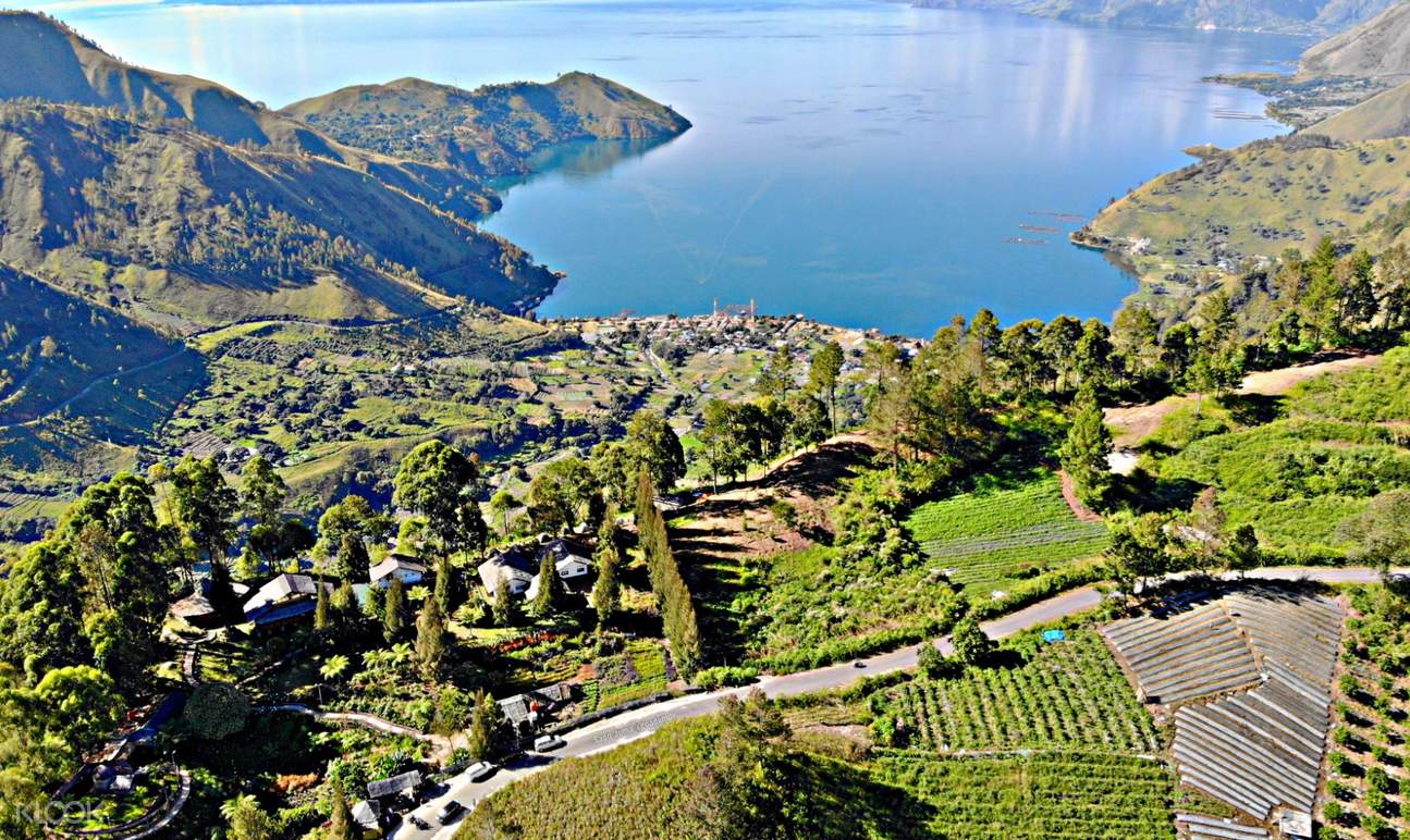 Taman Simalem views of lake toba