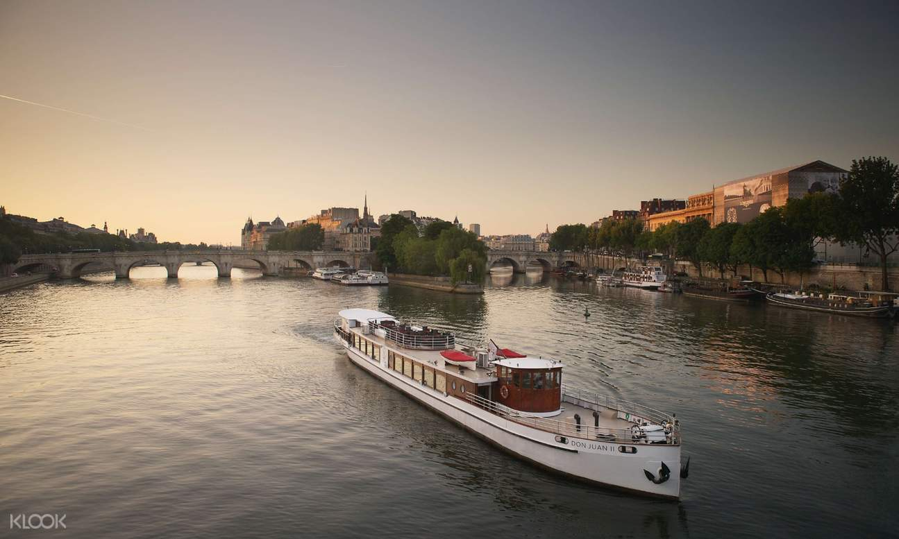 don juan ii cruise boat on seine river