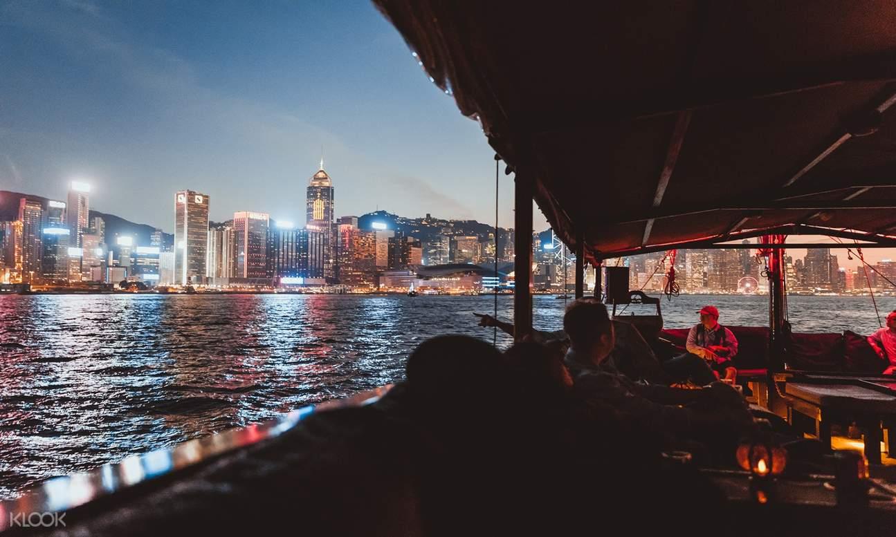 「張保仔」遊艇夜間景色