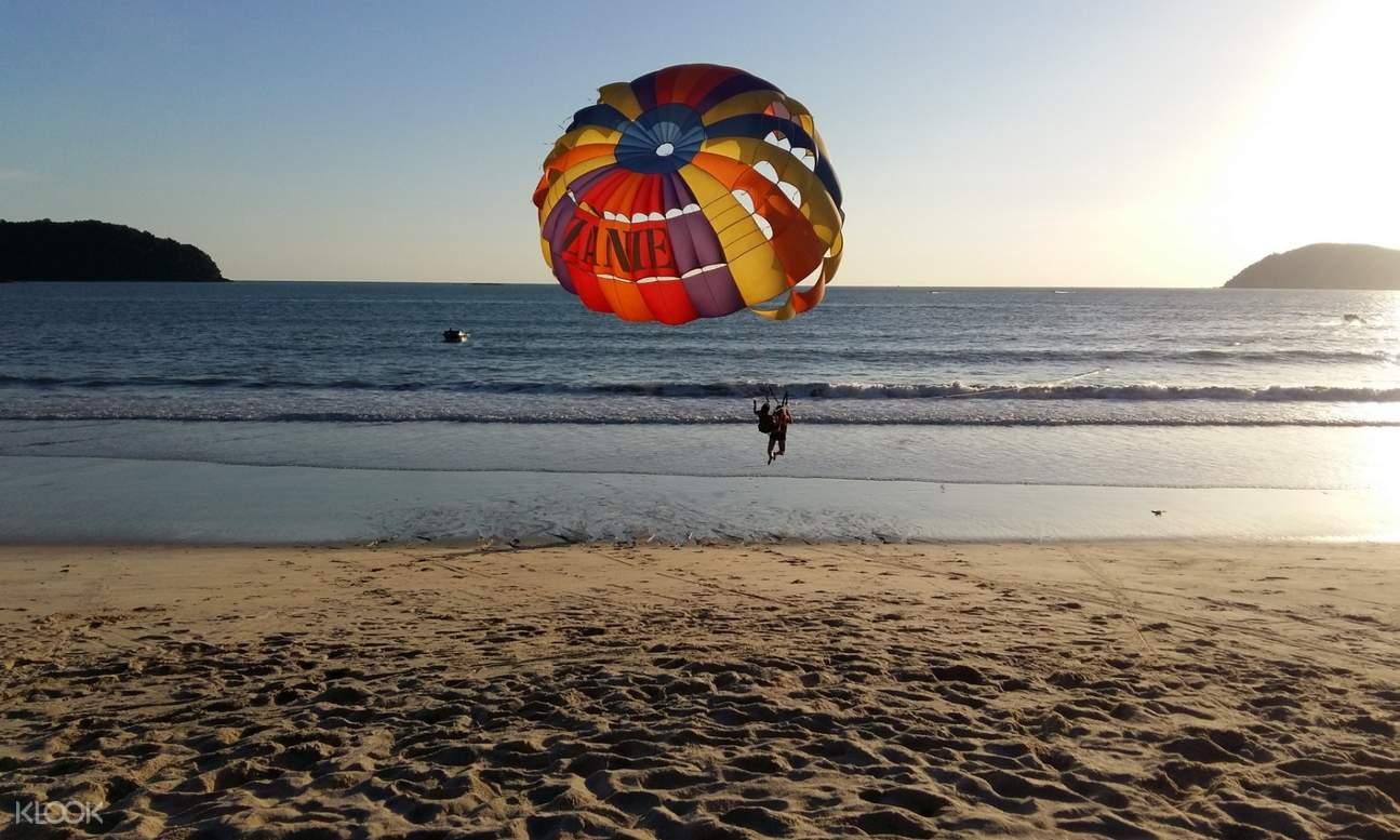 parasailing in cenang beach