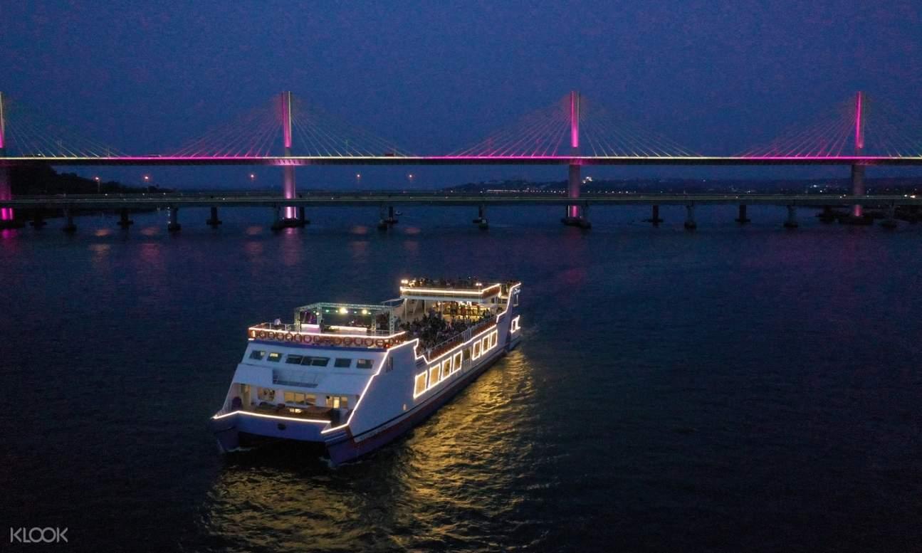 mandovi river cruise at night