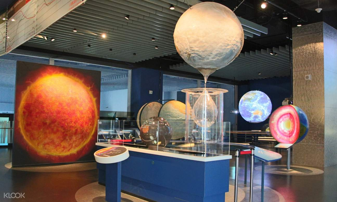 exhibit about the composition of the earth and the sun