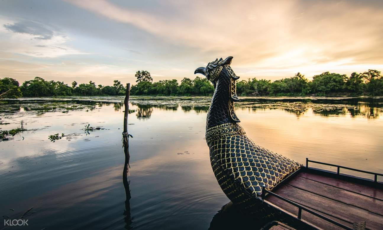 dragon boat in cambodia