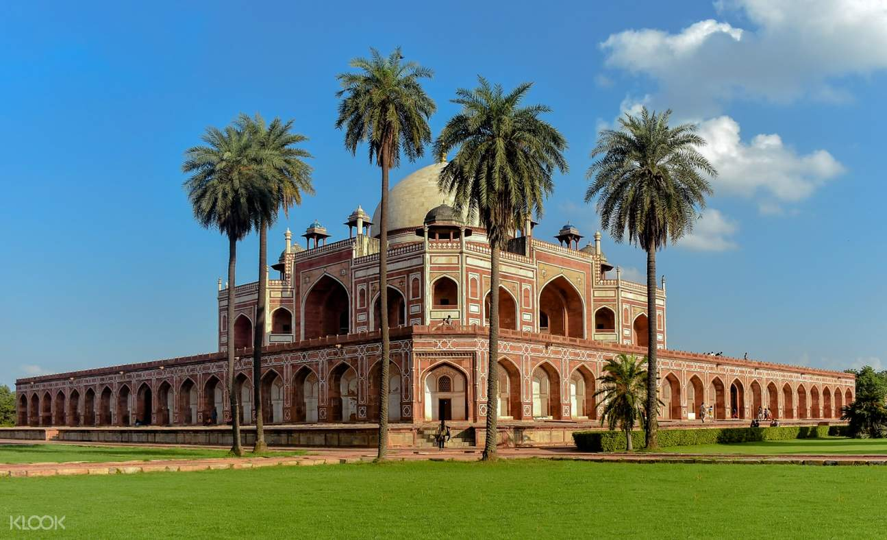 humayun's tomb with trees