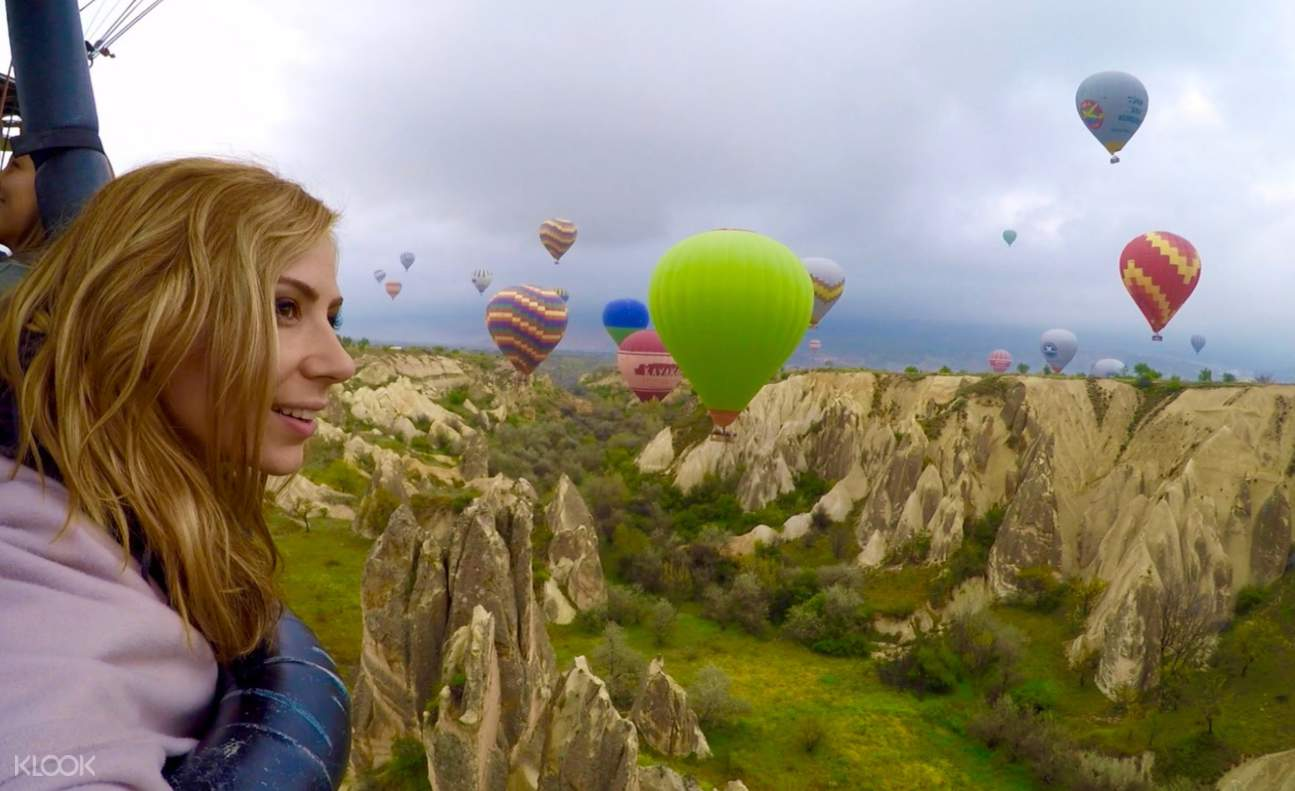 熱氣球飛行時自拍