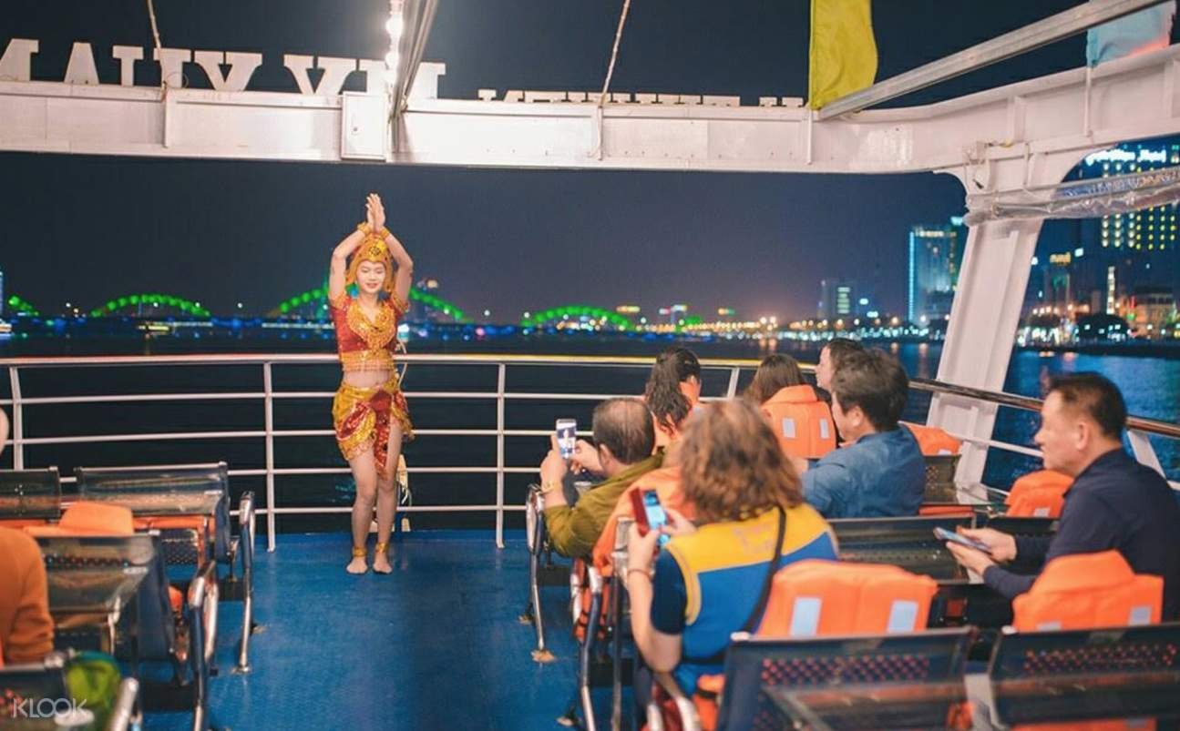 people onboard a cruise