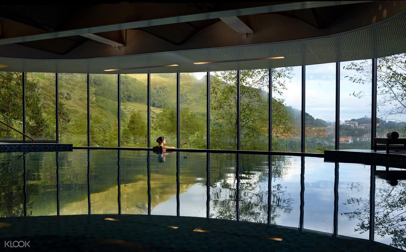 Trải nghiệm hồ bơi nhìn ra Sapa xinh đẹp