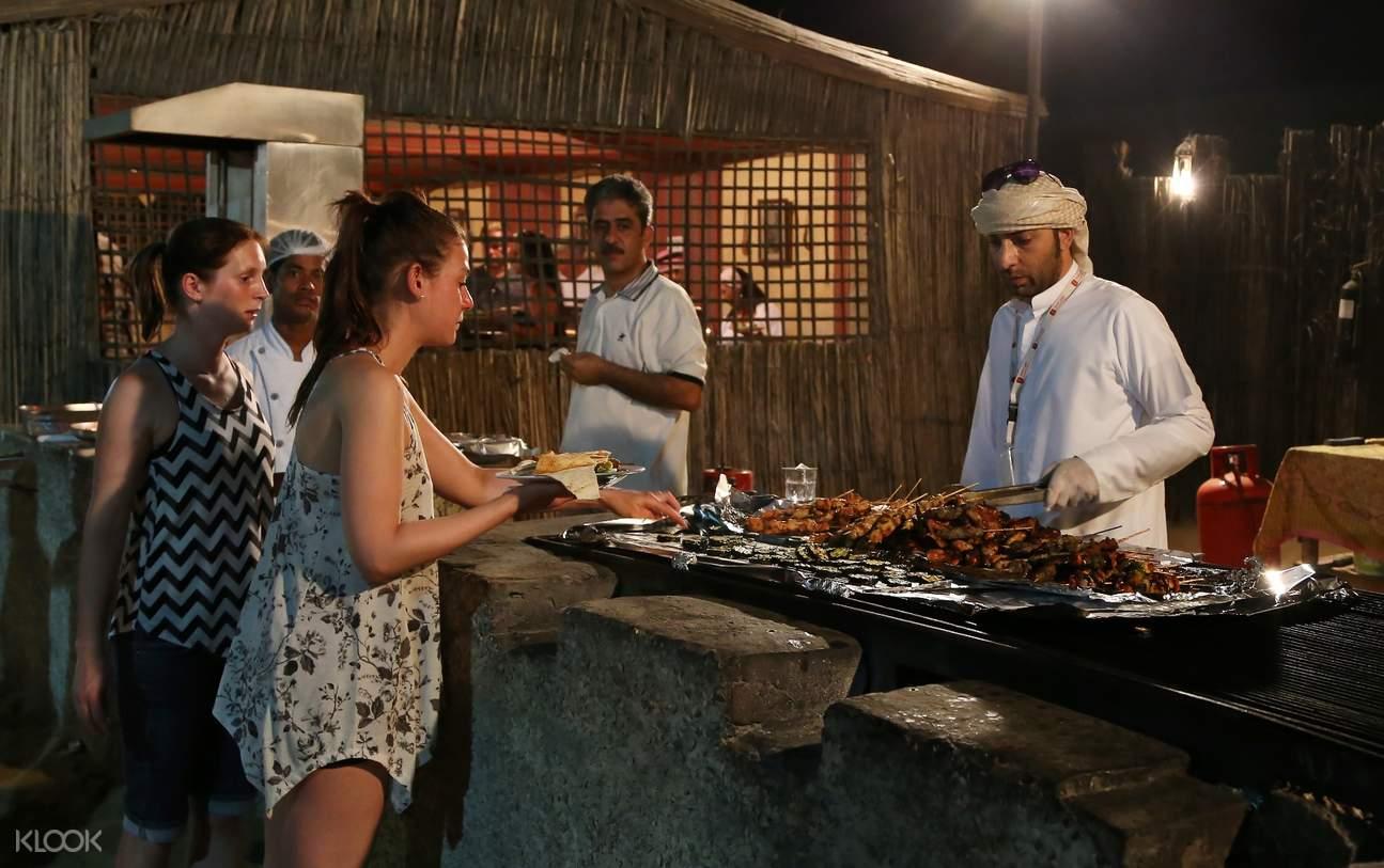 迪拜沙丘 贝都因(Bedouin)营地 烧烤晚餐