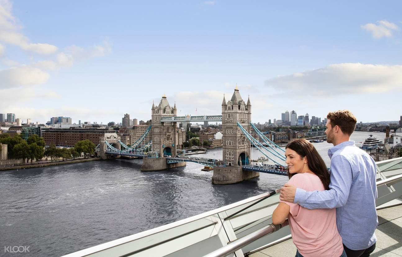 panoramic view of the tower bridge
