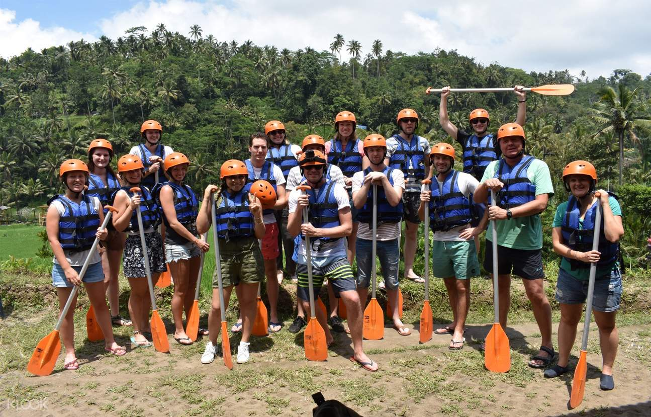 Group with white water rafting equipment
