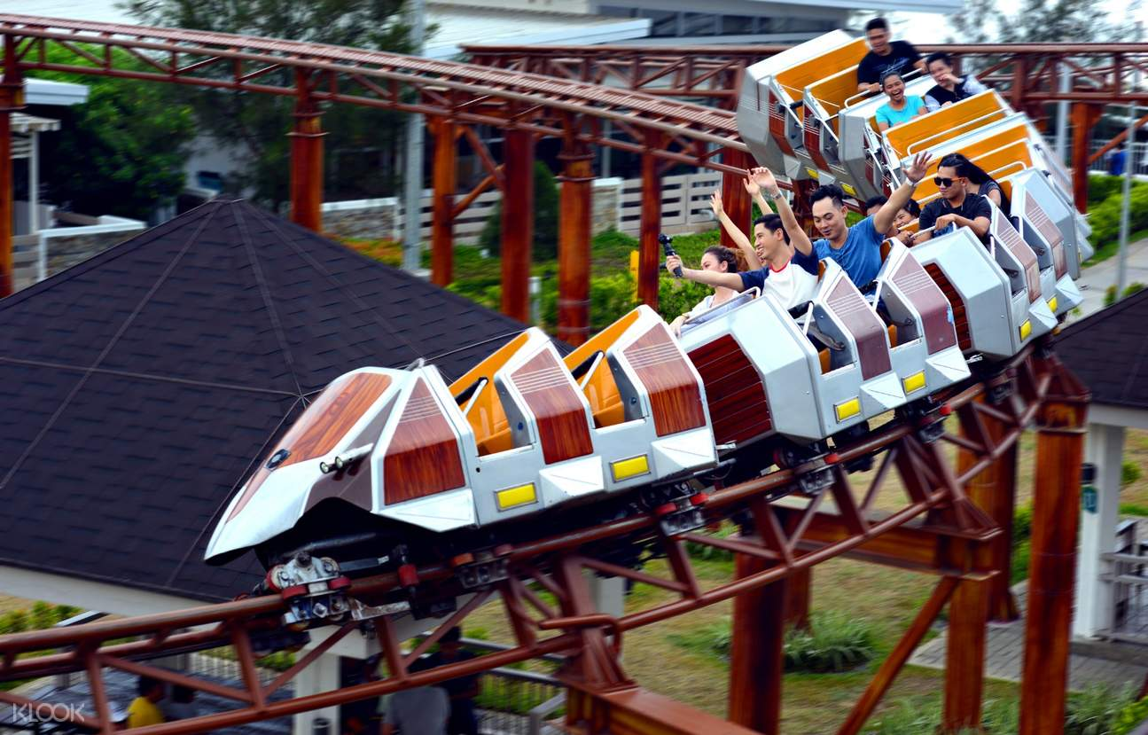 people enjoying a thrill ride in Tagaytay