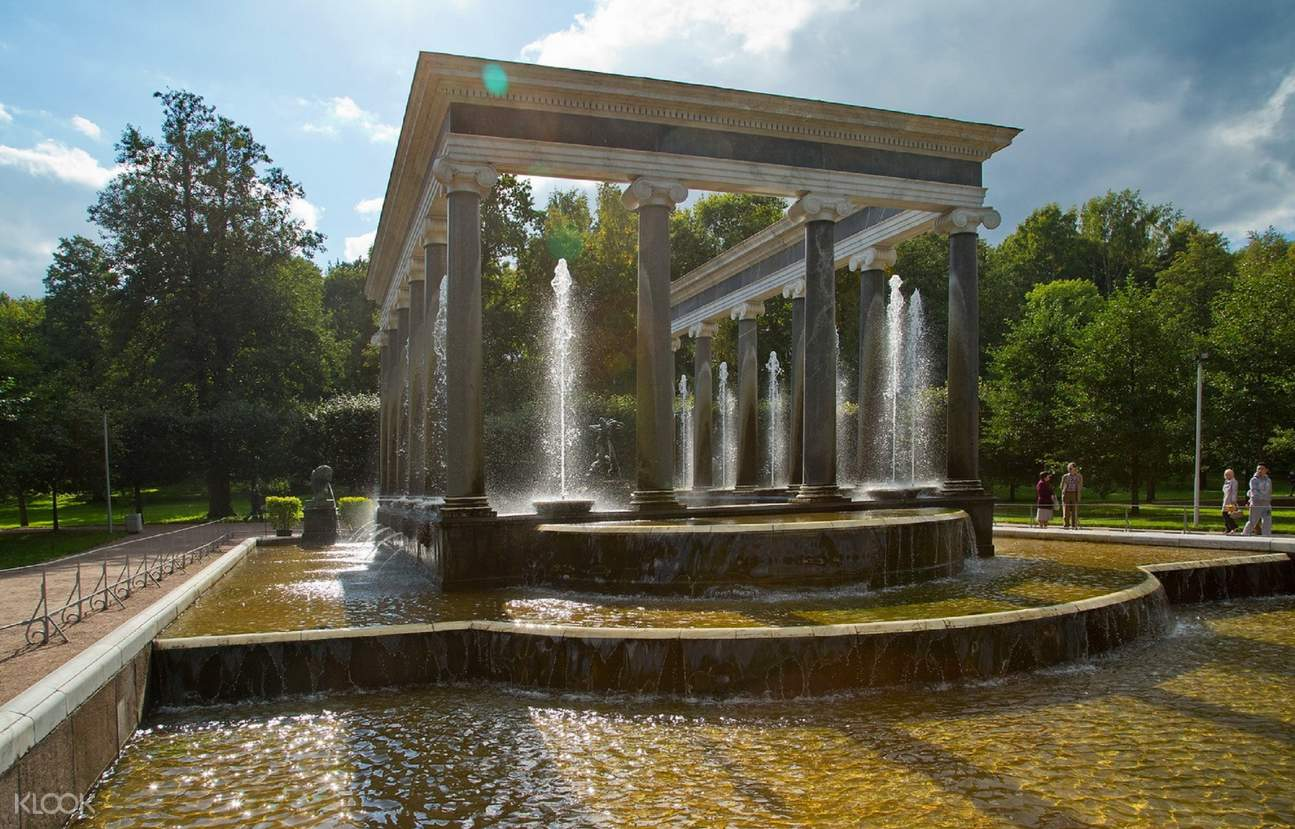 peterhof palace fountains