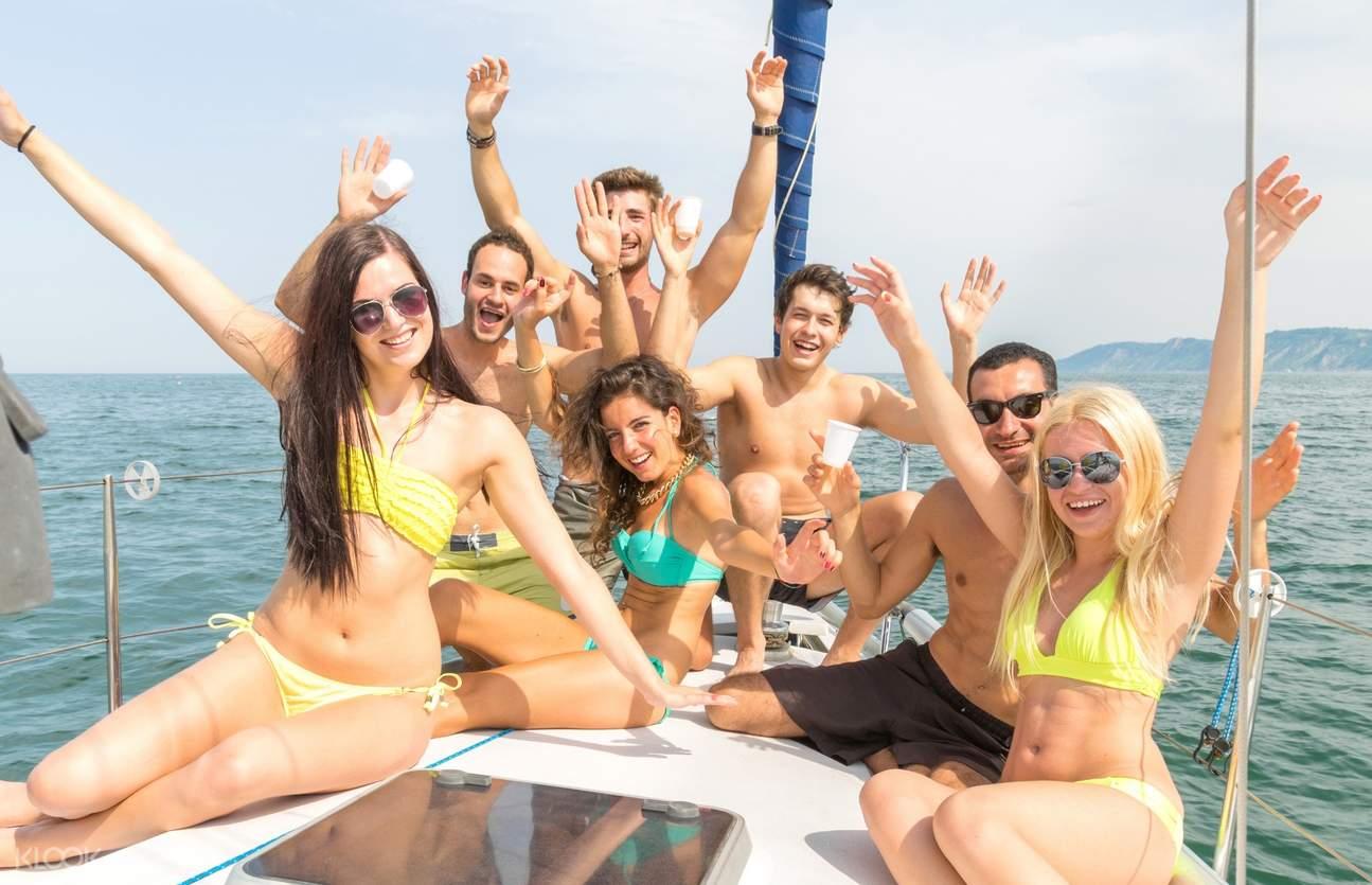 tourists enjoy the speedboat ride