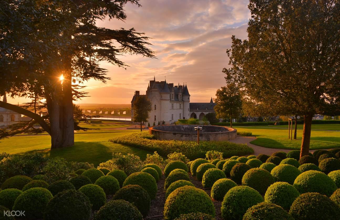 loire valley tour from paris, loire valley tours, loire valley bus tours from paris, loire valley tourism, chateaux de amboise, chateau d'amboise france, chateau d'amboise tour, château de chenonceau, chateau de chenonceau tours, chateau chambord, chateau