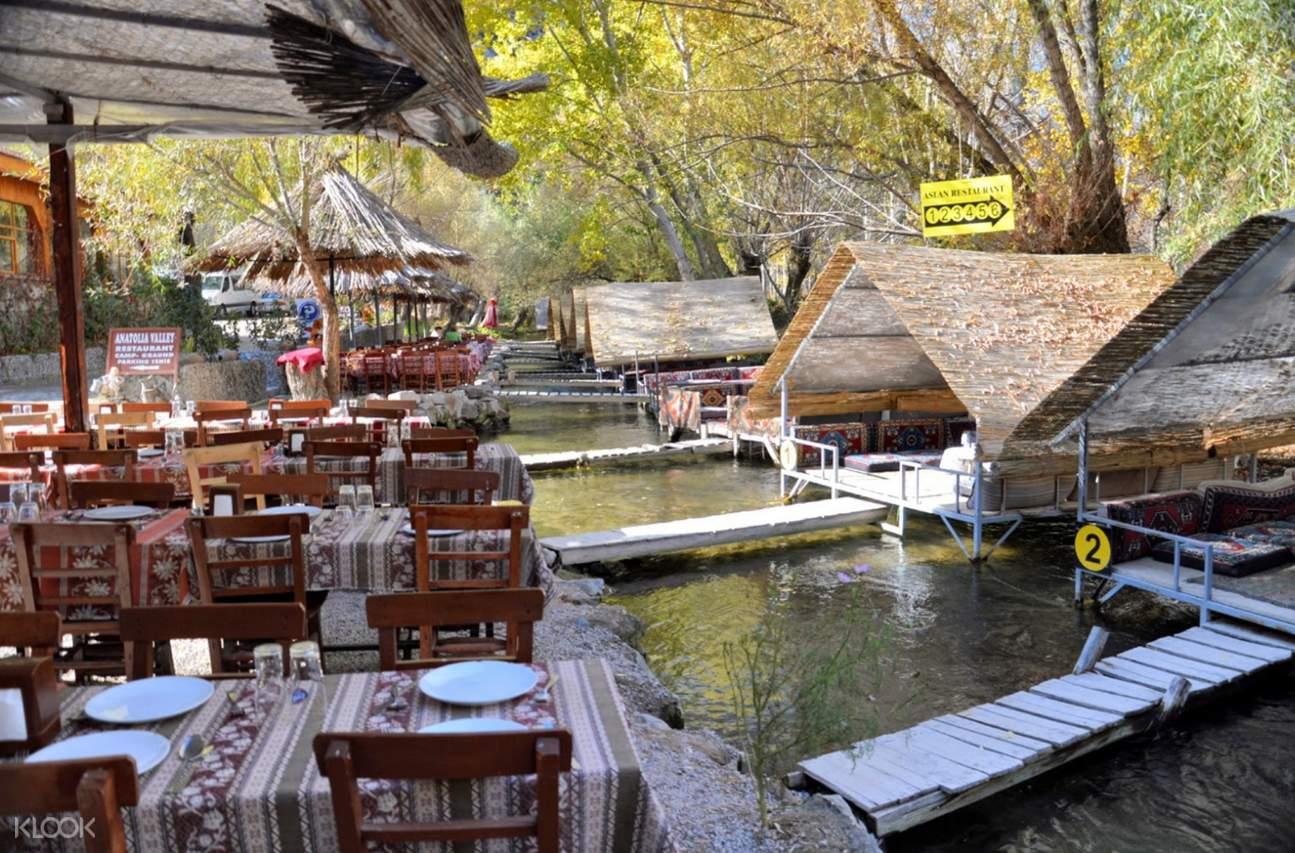 Melendiz河的餐廳
