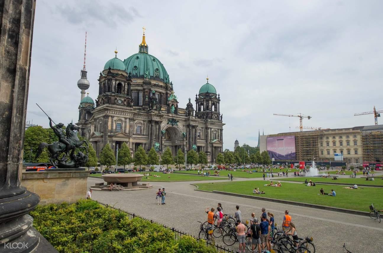 berlin landmark bike tour