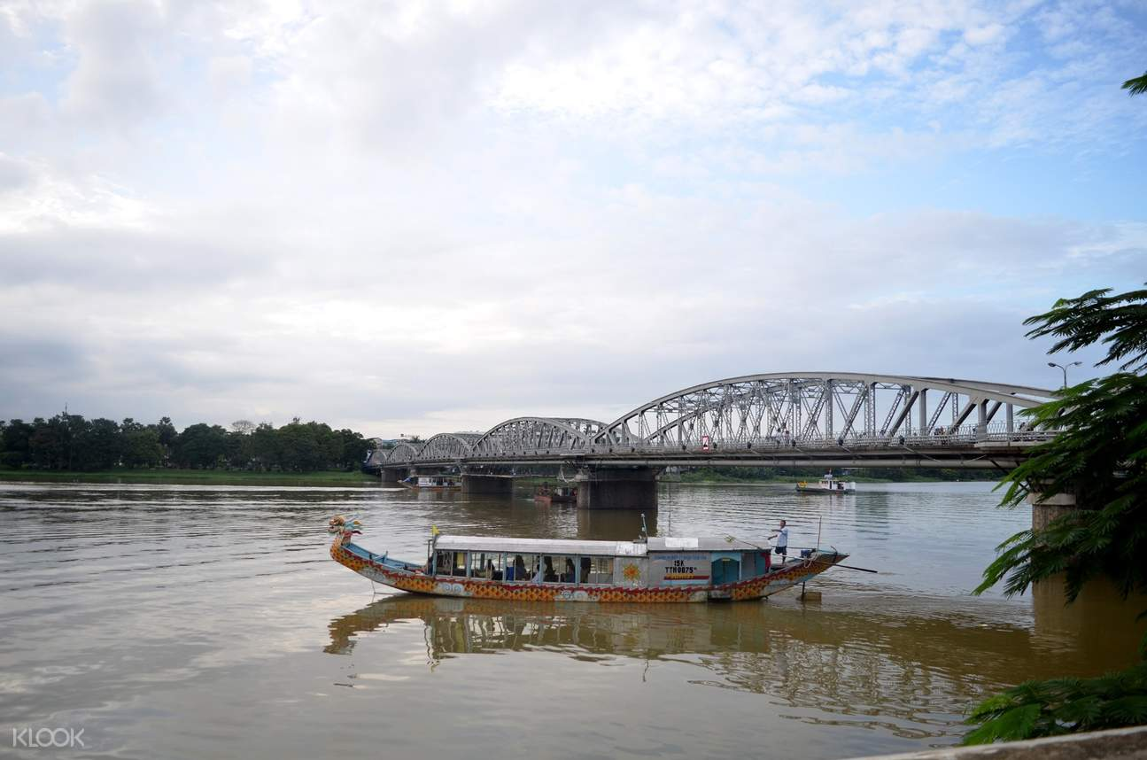 cruise along the perfume river