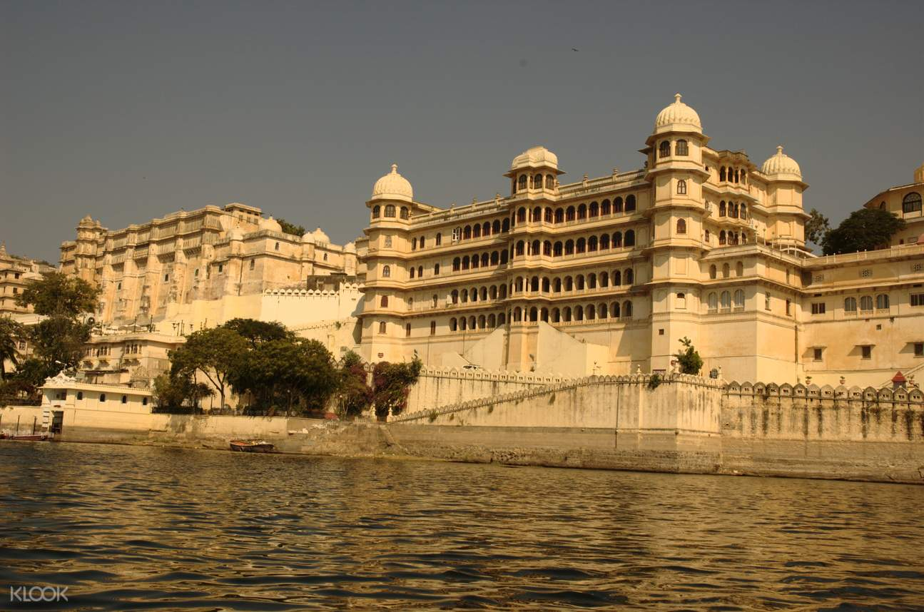 udaipur hindu personals Jagdish temple is one of the largest and most famous hindu temples in udaipur located in the city palace complex, this ancient indo-aryan-style structure was built by maharana jagat singh in 1651.