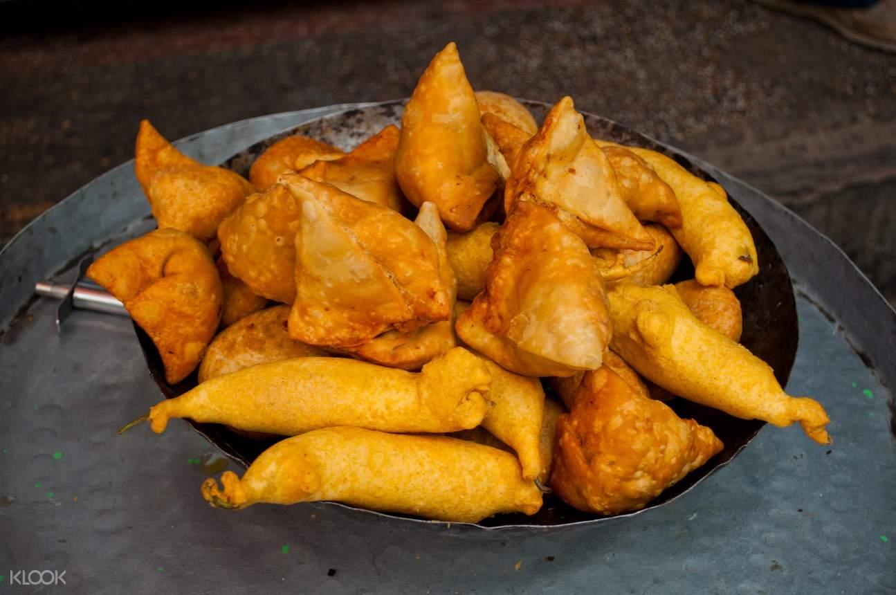 samosas and pakoras