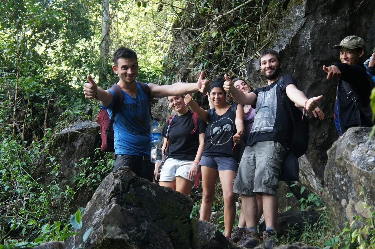 万荣坦南溶洞探险之旅