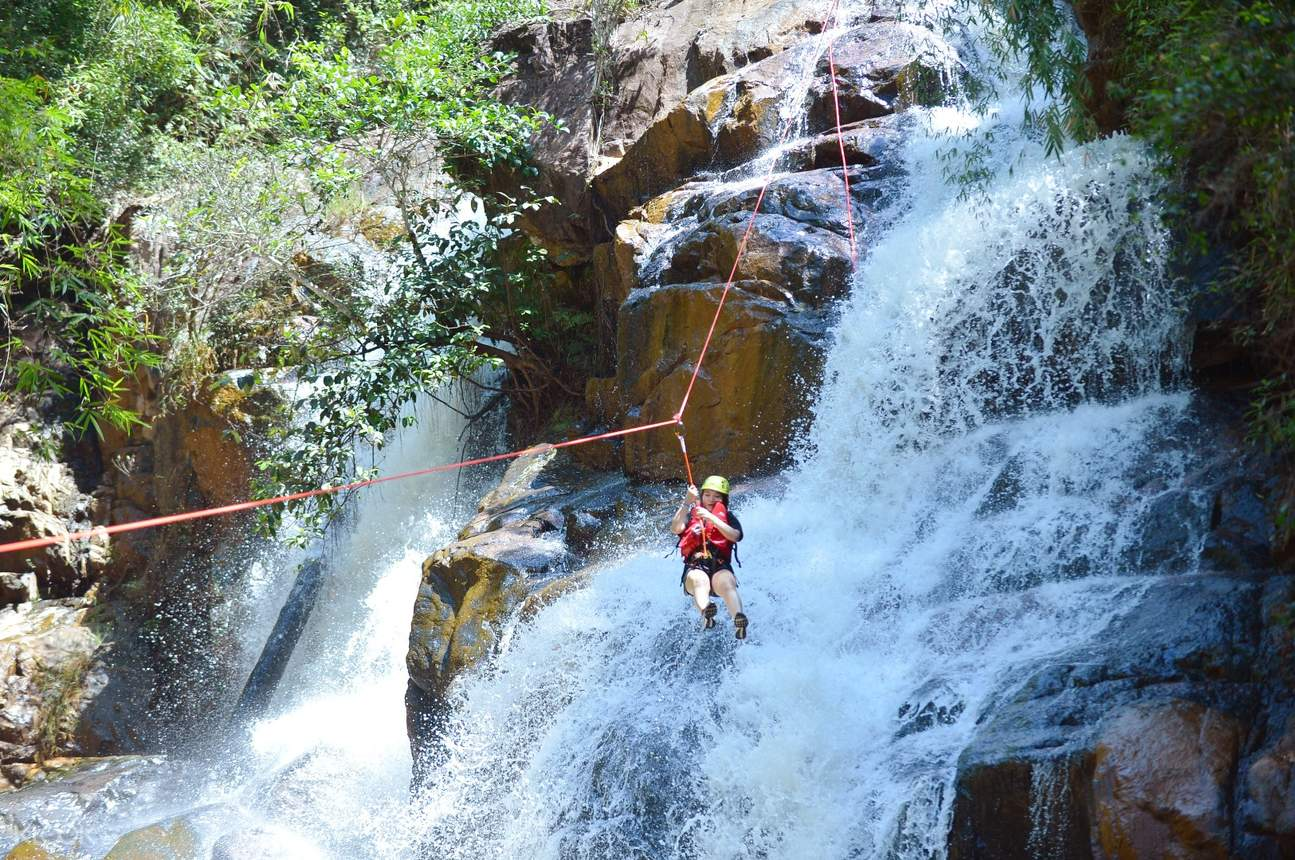 達坦拉瀑布溪降體驗(Canyoneering)