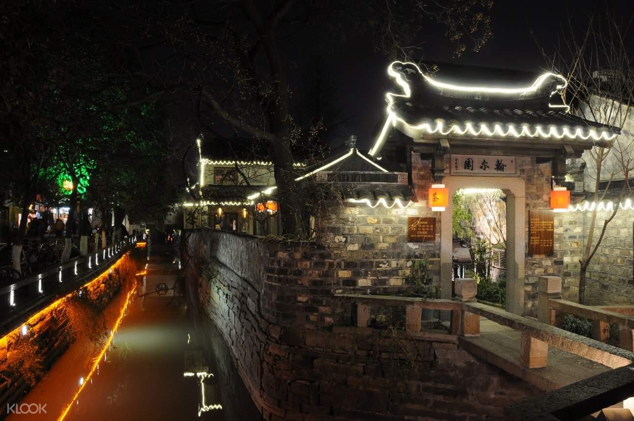 pingjiang road at night