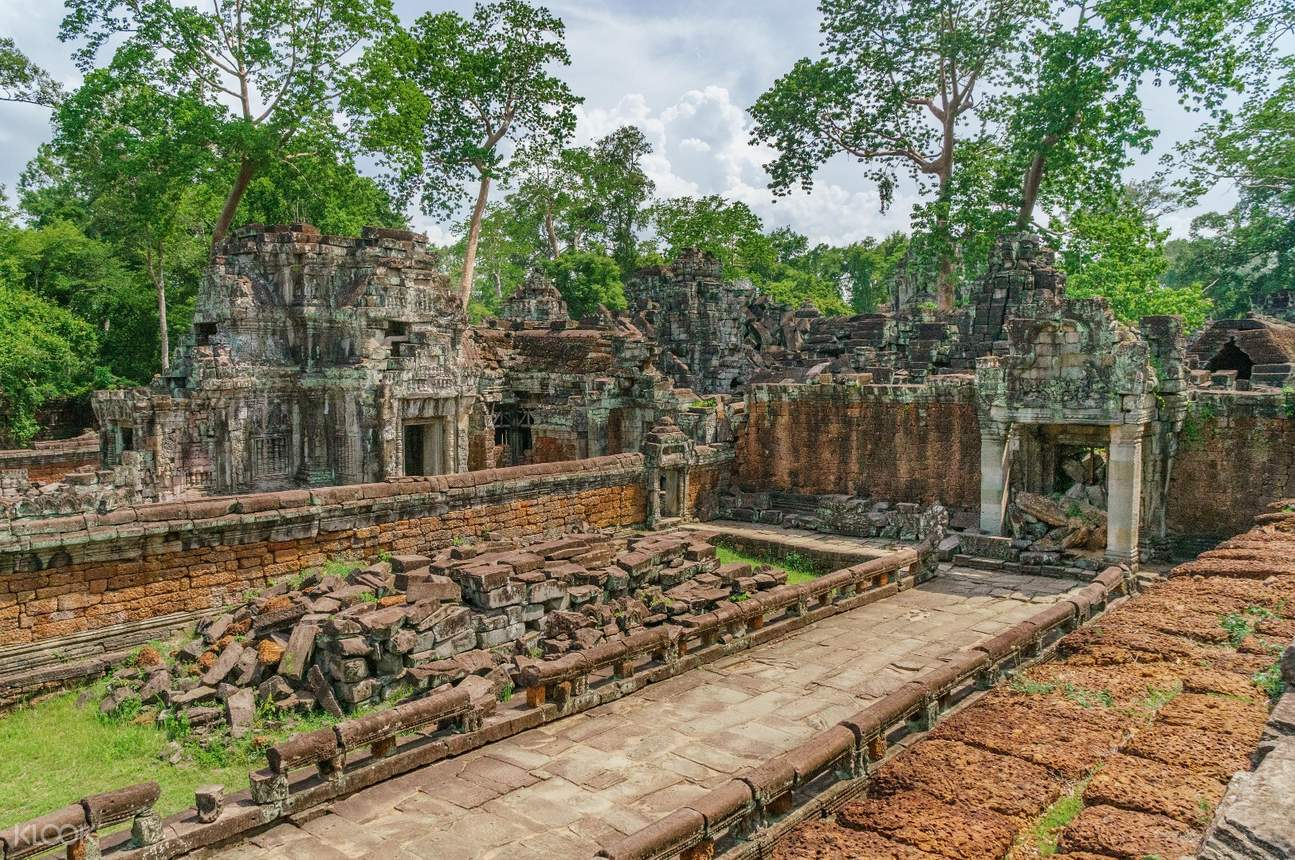 preah vihear temple courtyard