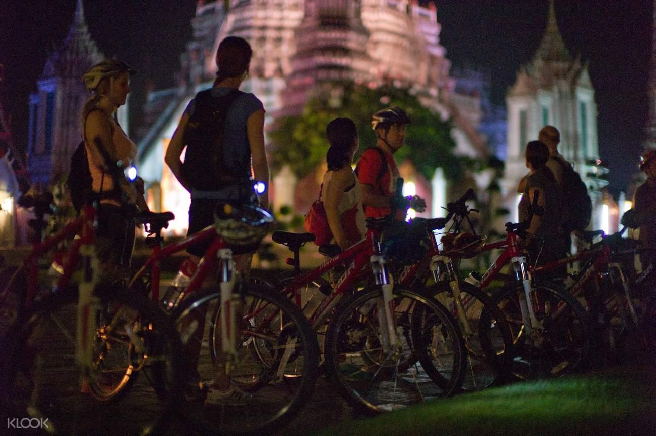 曼谷夜间骑行之旅(花卉市场 & 黎明寺 & 卧佛寺)