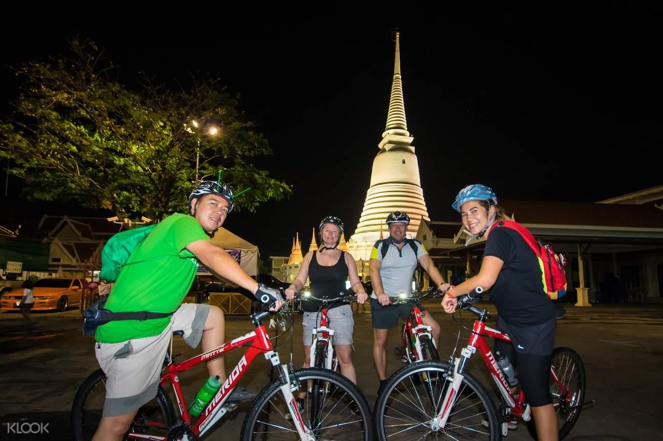 曼谷夜間騎行之旅(花卉市場& 黎明寺& 臥佛寺)