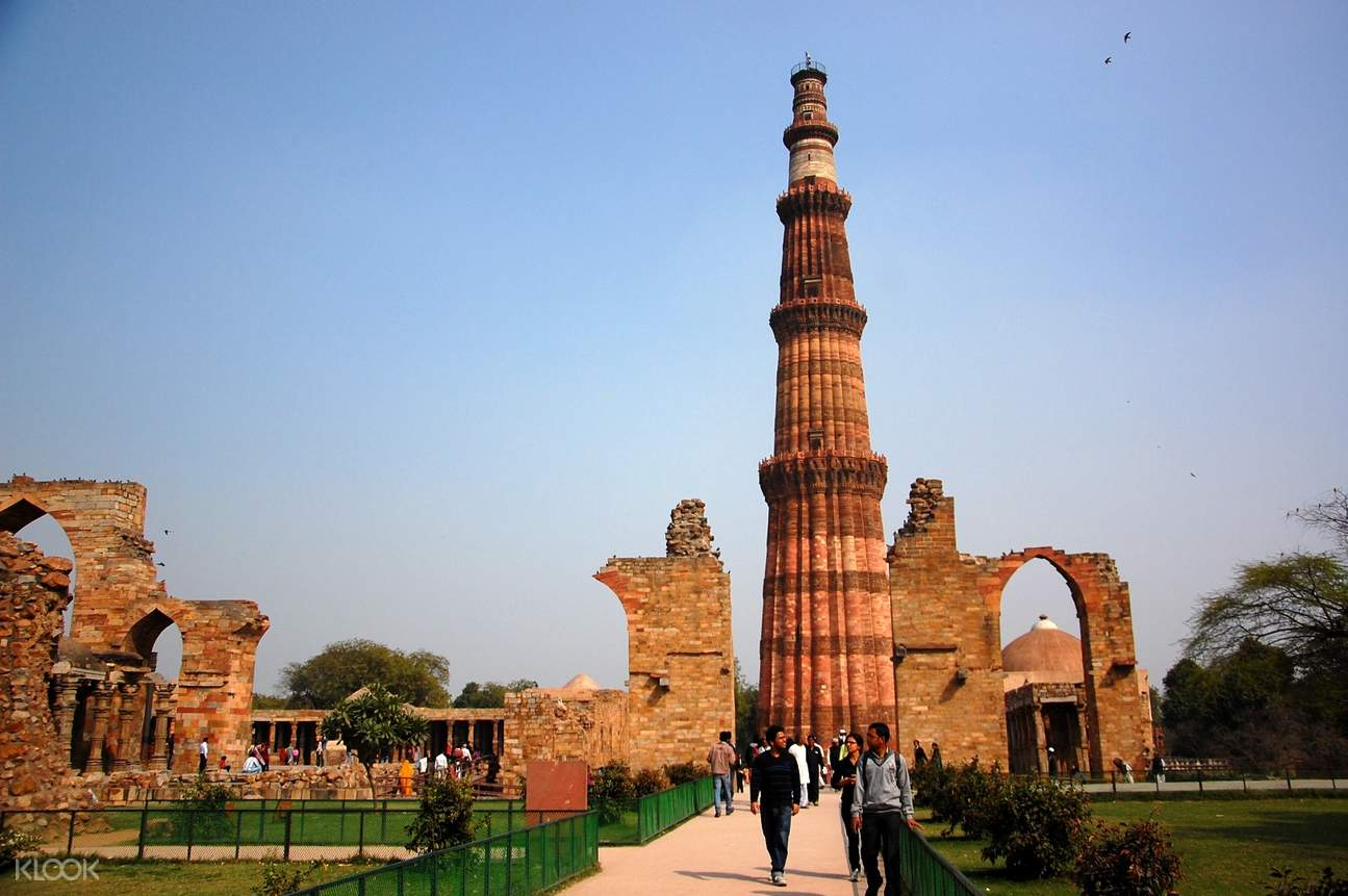 view  Qutub Minar in New Delhi