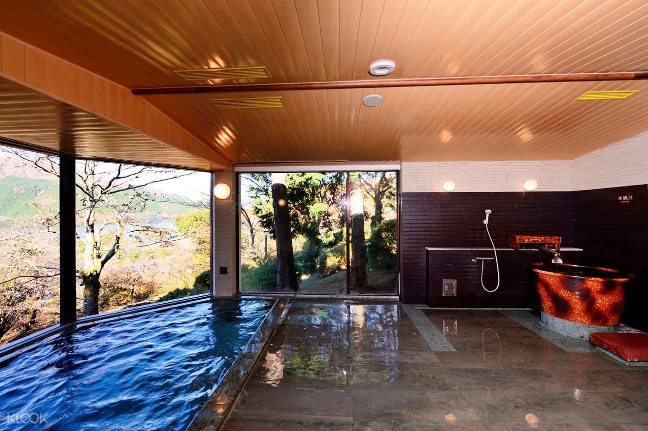 Ryuguden Honkan hot springs