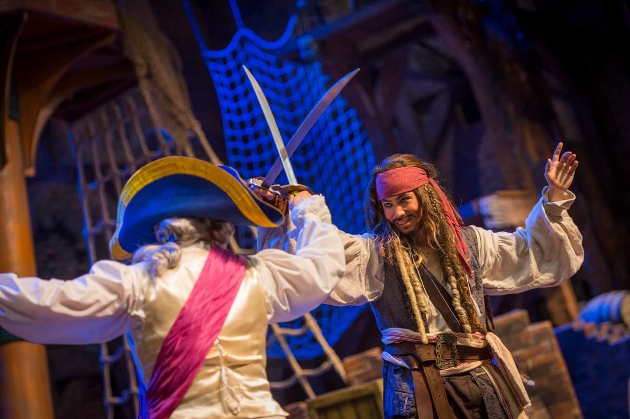 與神氣活現的海盜近距離接觸,在寶藏灣與傑克船長共同探索世界
