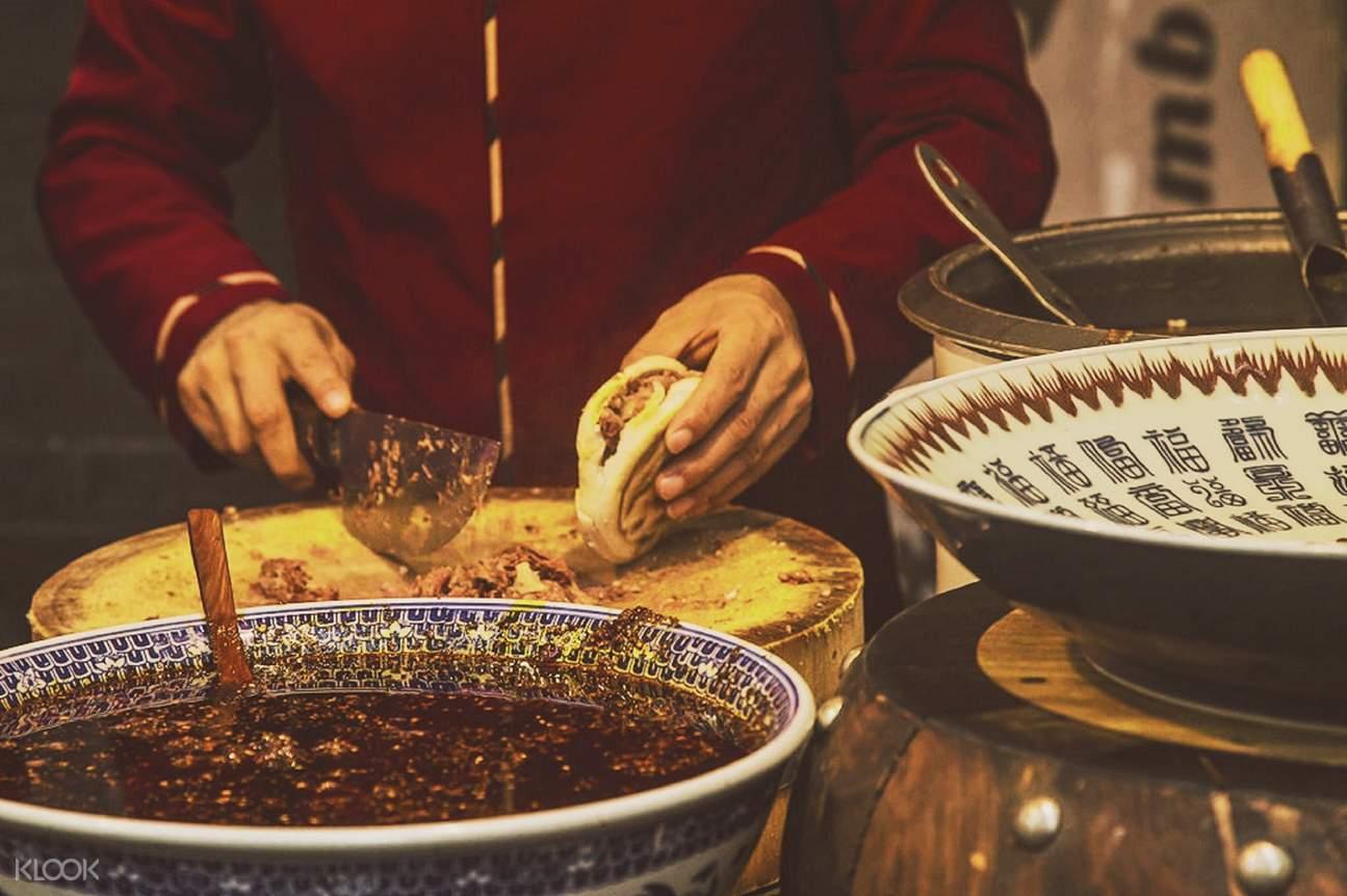 西安肉夹馍,西安回民街美食,西安城隍庙,西安回坊,西安民俗探索,西安纯玩半日游,西安旅游纯玩团,西安自由行,西安市内自由行