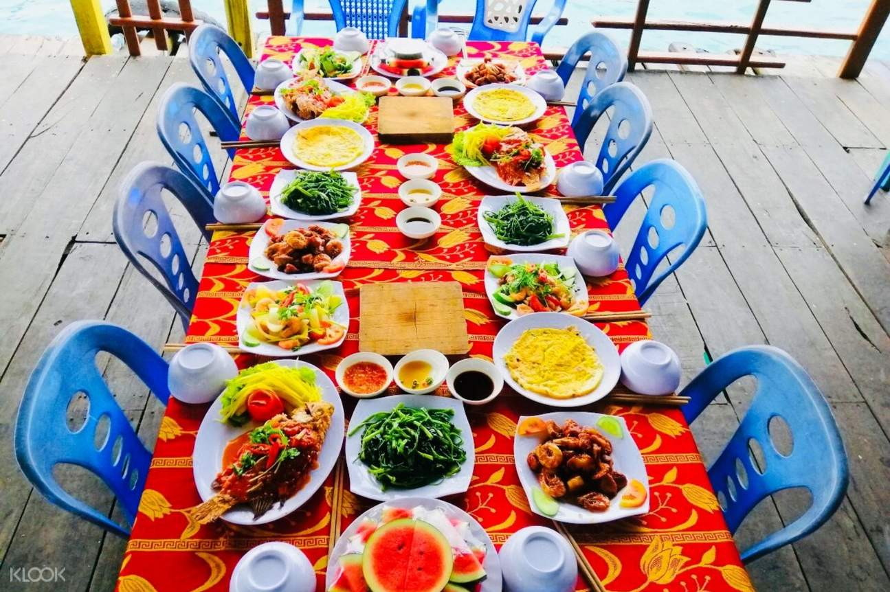 Lunch for the Nha Trang Island Hopping