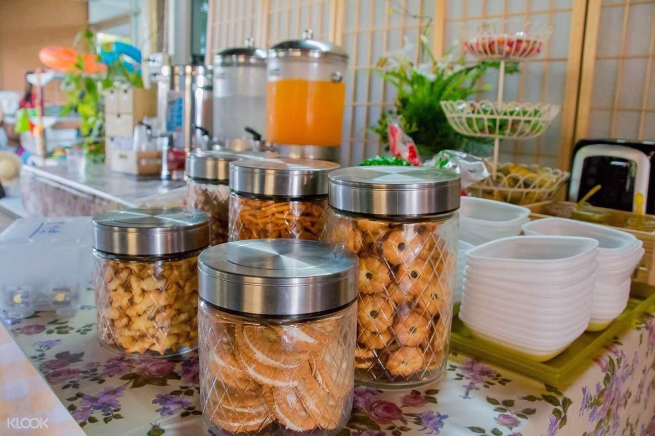 phi phi island tour light breakfast