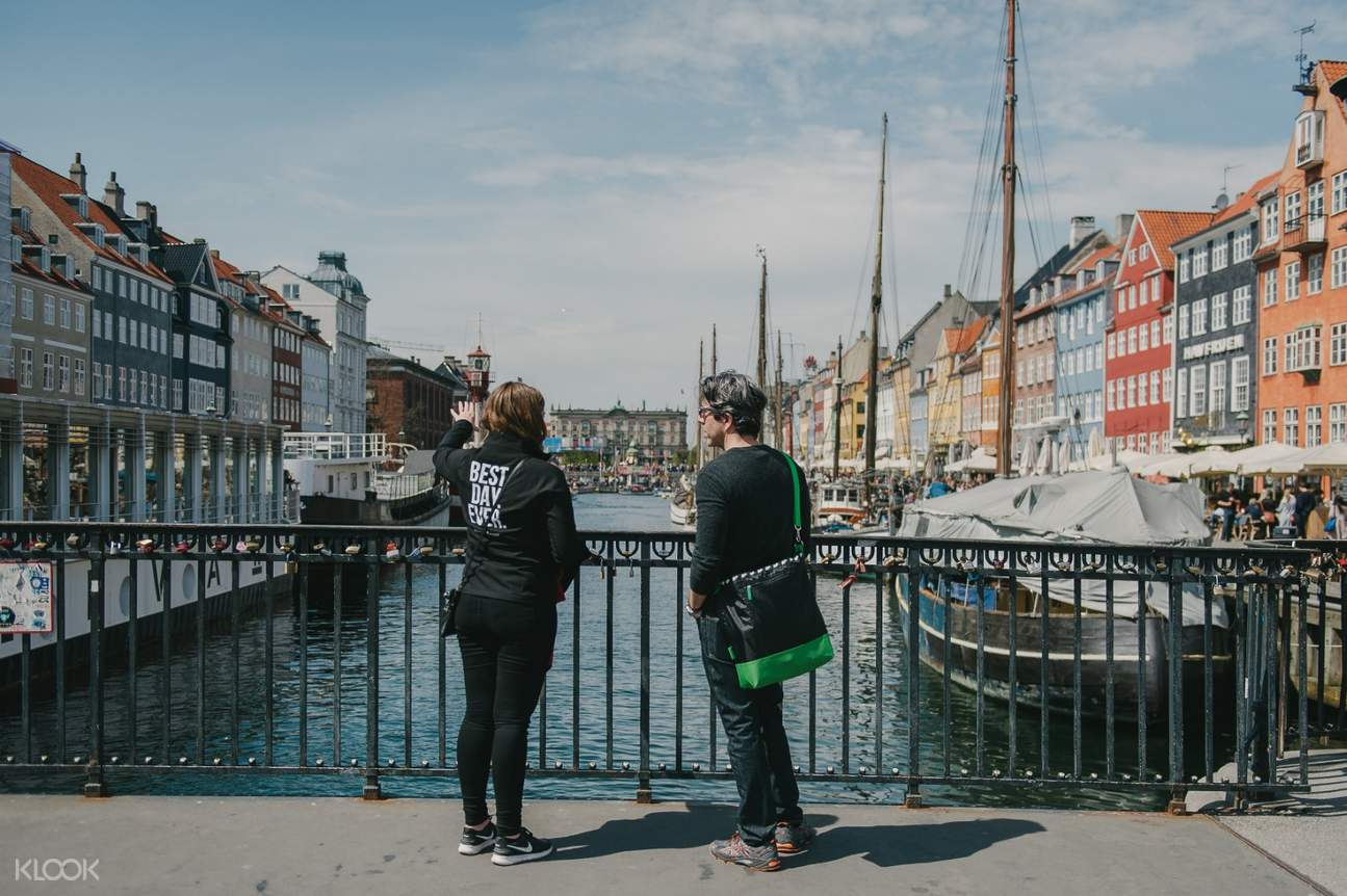 couple in copenhagen nyhavn